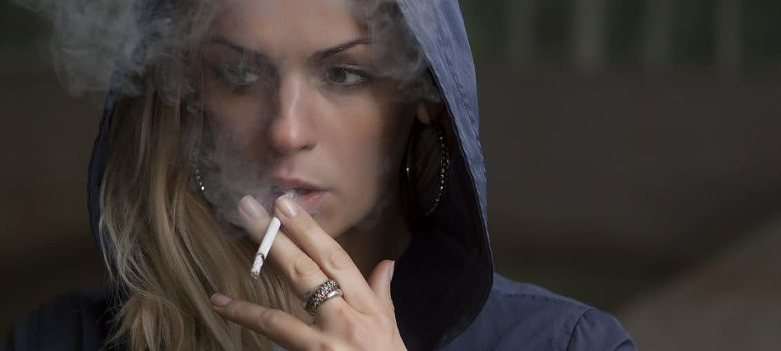 akné a kouření