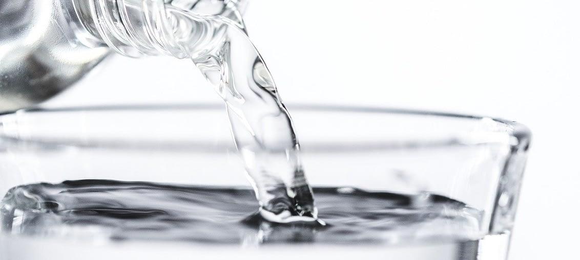 čistá voda bez bublin