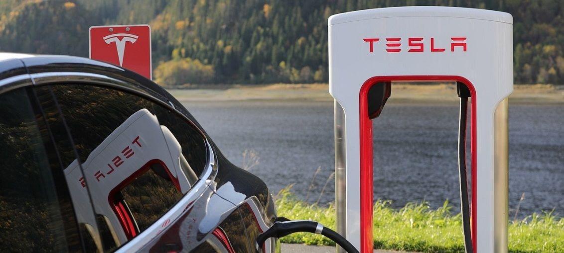 automobil budoucnosti tesla
