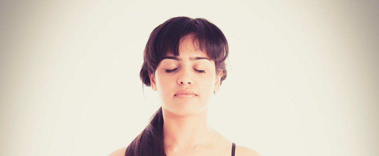 vrásky na čele jóga izojóga